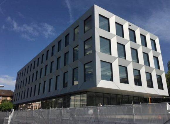 UBS AST-KIS acquiert un immeuble commercial à Pully