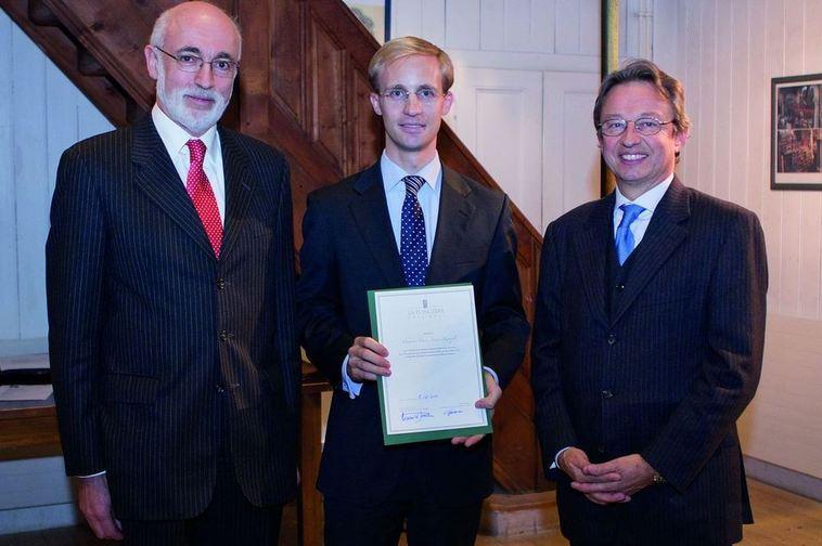 Charles Spierer (Président du Conseil de fondation de l'IEI), Pierre-Xavier Knoepfli (Lauréat du Prix LA FONCIÈRE 2011), Arnaud de Jamblinne (directeur général de la FONCIÈRE)