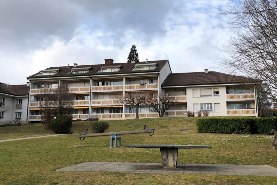 Bernex-Sézenove, Implenia rénovera et surélèvera douze bâtiments datant de 1976, en misant sur une enveloppe isolante ménageant les ressources ainsi que sur un système de chauffage à haute performance énergétique. (Image : Implenia