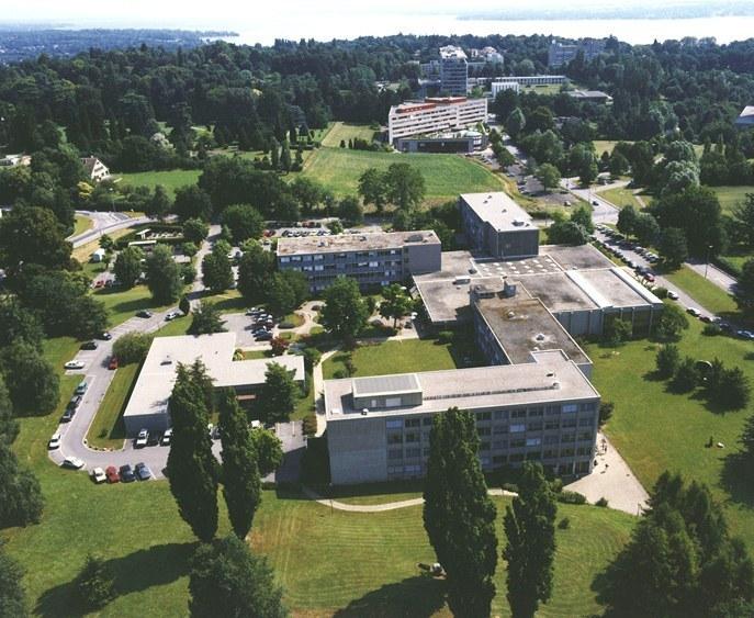 Photo aérienne du site du Grand-Saconnex (Genève) abritant le Centre Œcuménique des Eglises. Ce site, d'une superficie de 34 000 mètres carrés, fera l'objet d'un grand projet d'aménagement au cours des cinq à dix prochaines années
