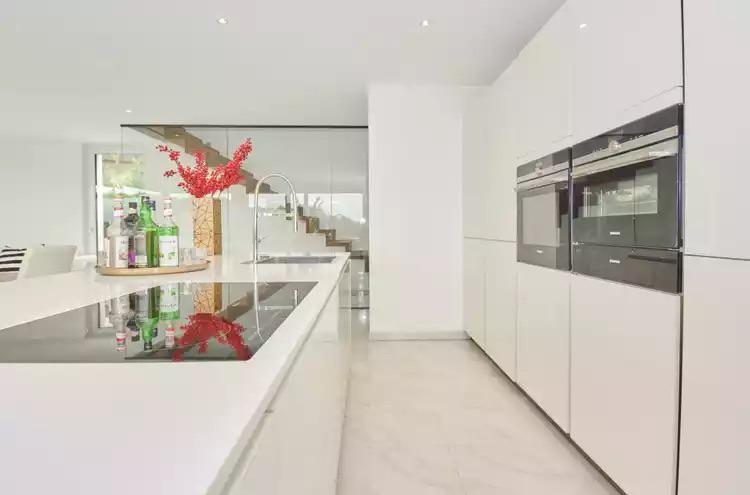 Maison individuelle à vendre - 8302 Kloten CHF 3'199'000.- CHF 13'329 / m²