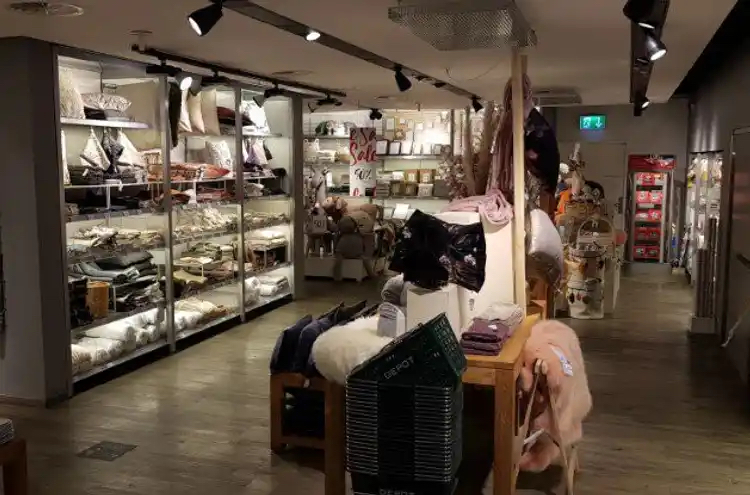 Grand magasin à louer - 3011 Bern, Spitalgasse 4 CHF 26'576.- / moisp