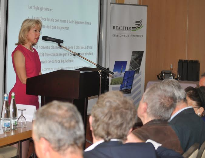 Jacqueline de Quattro lors de la table ronde organisée par MK Realitim Management SA autour de la question « Révision de la LAT