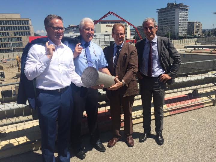 Implenia fête en compagnie du maître d'ouvrage et de représentants des autorités la pose de la première pierre du grand complexe Pont-Rouge
