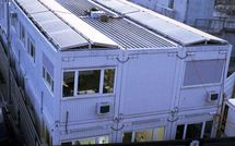 Implenia lance un projet pilote de panneaux solaires – Les premiers conteneurs de bureau dotés de cellules photovoltaïques en Suisse produisent leur propre courant